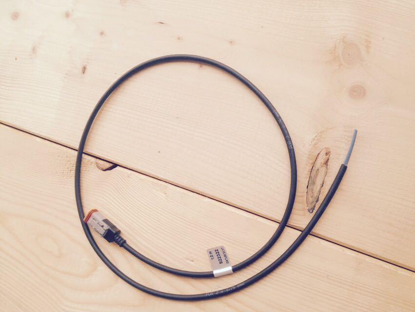 Kabel mit DEUTSCH DT Stecker fest vergossen - Thomas GmbH